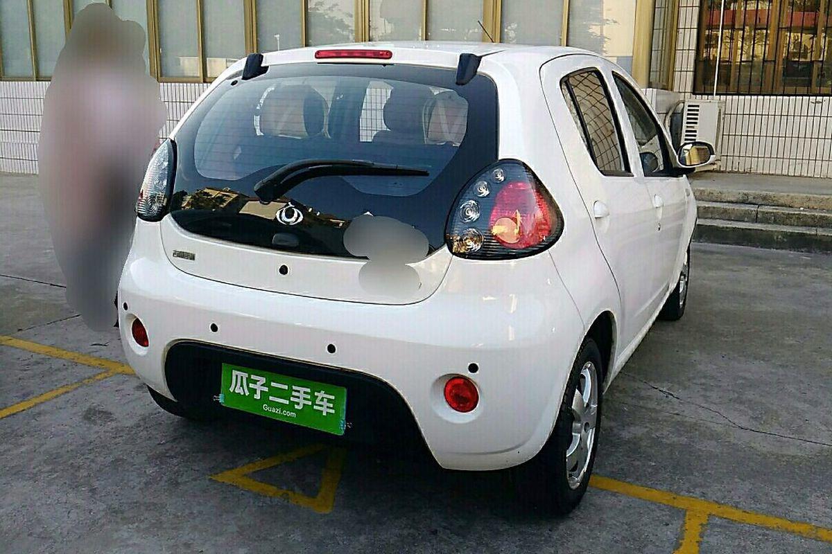 吉利熊猫 2011款 1.3l 自动黑白双色尊贵型