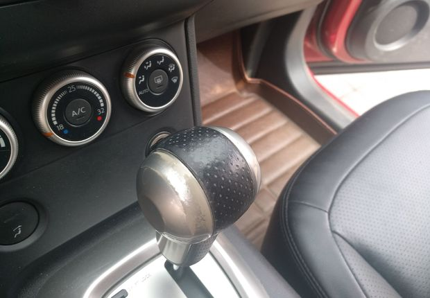 日产逍客 2011款 2.0L 自动 前驱 XV雷 (国Ⅳ)