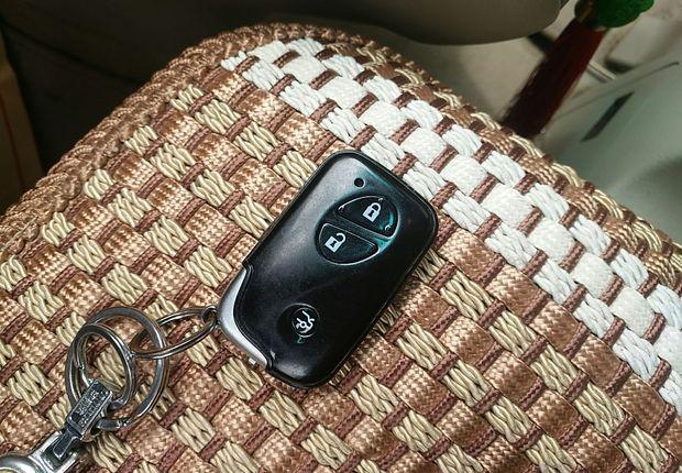 比亚迪S6 2011款 2.0L 手动 前驱 尊贵型 (国Ⅲ带OBD)