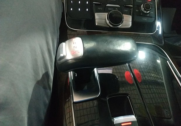 奥迪A8L 45 [进口] 2012款 3.0T 自动 汽油 豪华型
